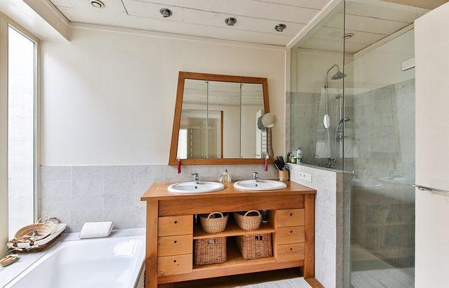 Meuble de salle de bain en bois